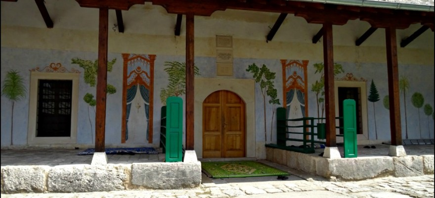 Stolac-Carsijska-Mosque-880x400